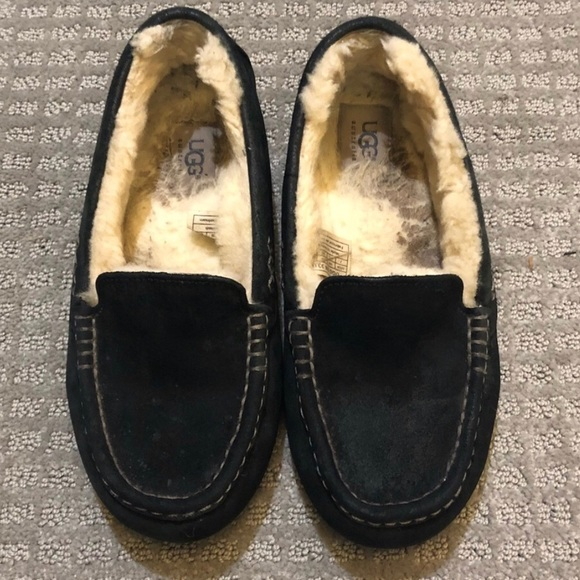 1dfed951e92 Women's UGG Slippers - Black Suede - Size 7